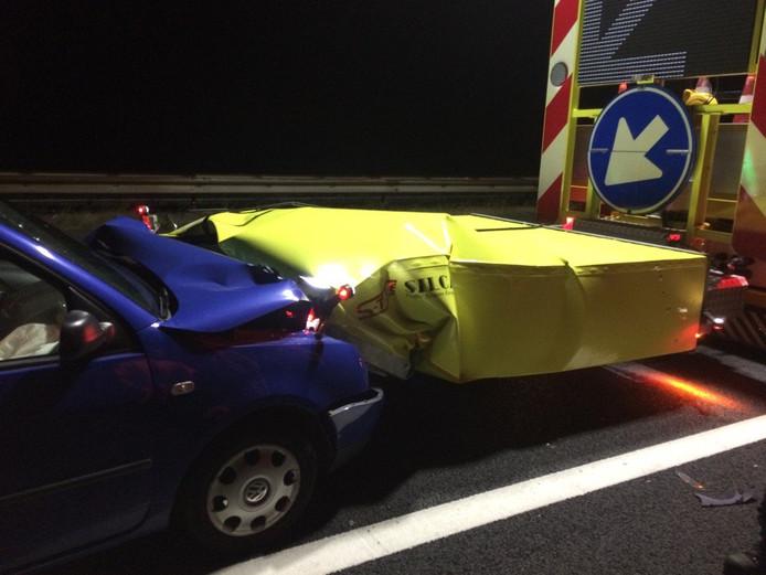 De man uit Elst is met zijn auto tegen de pijlwagen gereden.
