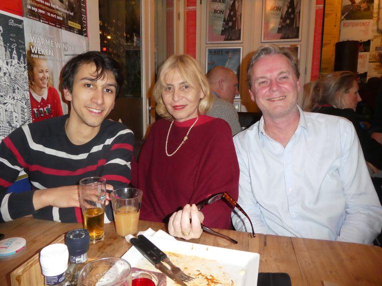 """David Djuly (Salto), Daniela Delgarbo (Stichting Barmhartigheid) en Willem Stegeman (Salto): """"We hebben te maken met Luc, of je wilt of niet. Het overkomt je gewoon."""" Beeld Hans van der Beek"""