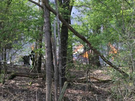 Chalet verwoest door brand in  bos Overloon