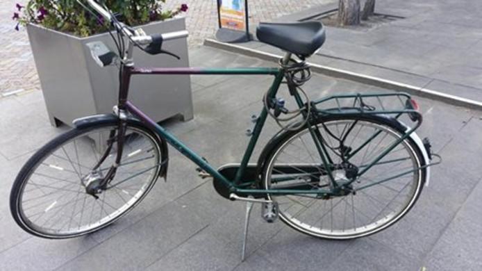 De gestolen fiets. De politie is op de zoek naar de eigenaar.