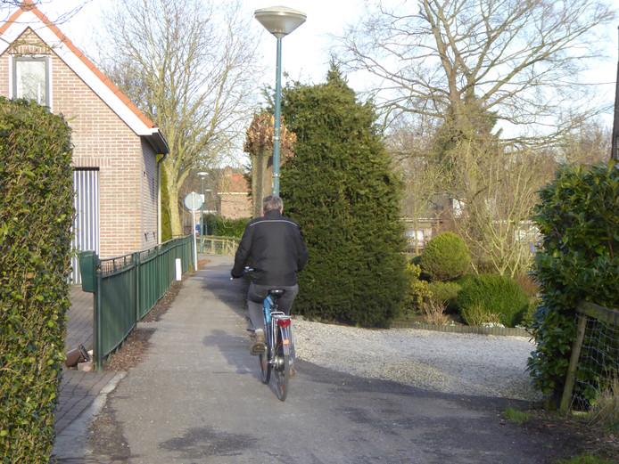 Een smal deel van de fietsverbinding over de Cabauwsekade tussen Cabauw en Lopik.