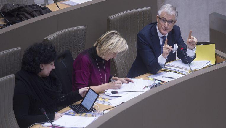 Vlaams begrotingsminister Annemie Turtelboom (Open Vld), minister van Onderwijs Hilde Crevits (CD&V) en minister-president Geert Bourgeois (N-VA).