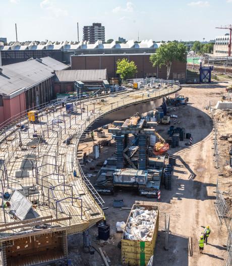 Bekijk de nieuwe busbrug in Zwolle van boven