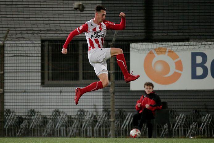 Dennis van der Heijden viert zijn treffer tegen FC Dordrecht.