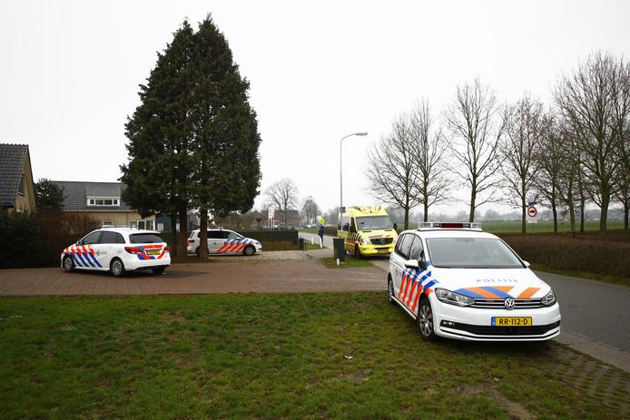 De politie is maandagmorgen uitgerukt naar de Oenerweg in Heerde nadat er een melding van een steekpartij was binnengekomen.