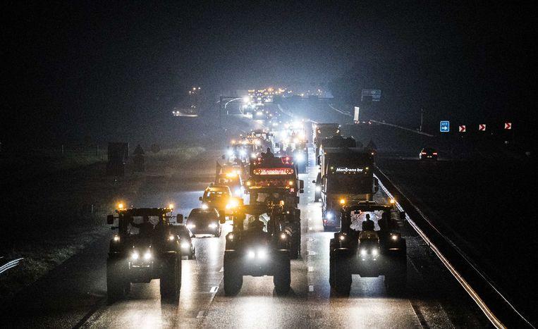 Tientallen boeren vertrokken afgelopen nacht al vanuit heel Nederland met hun tractoren.
