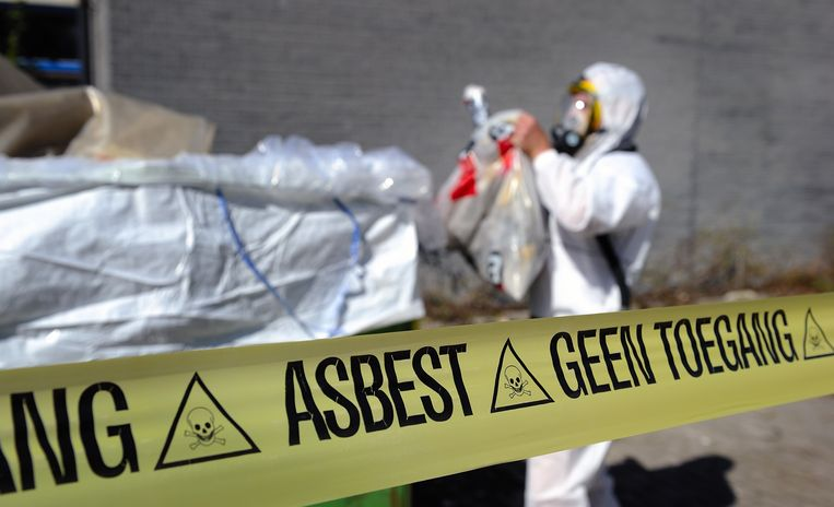 Illustratie: verwijdering asbest.