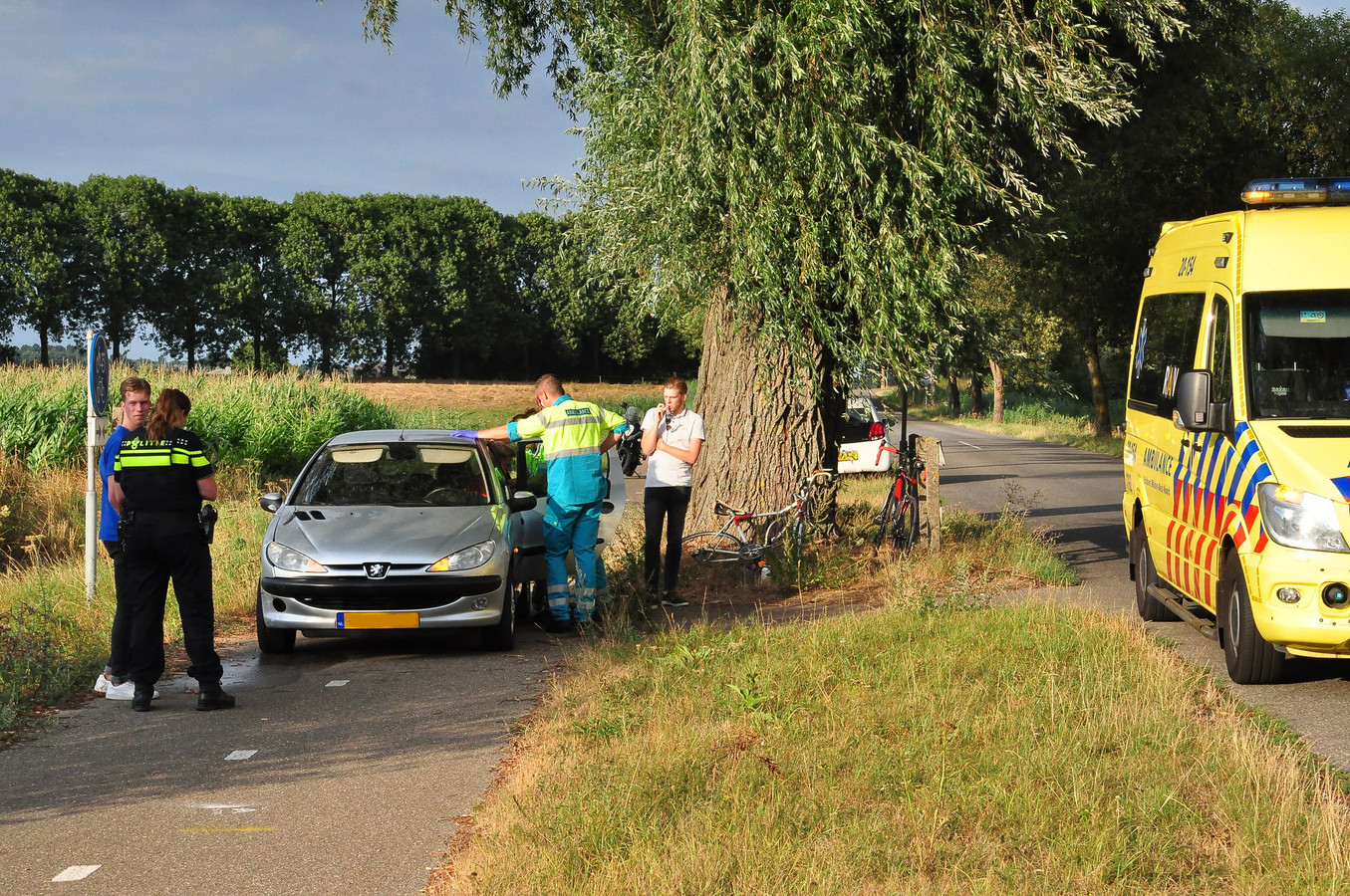 Wielrenner aangereden in Waalwijk.