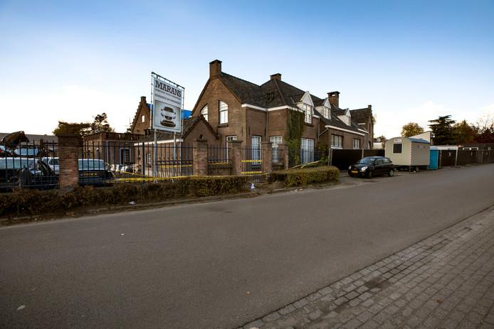 Asbest in woning naast afgebrand autobedrijf aan de Run in Veldhoven.