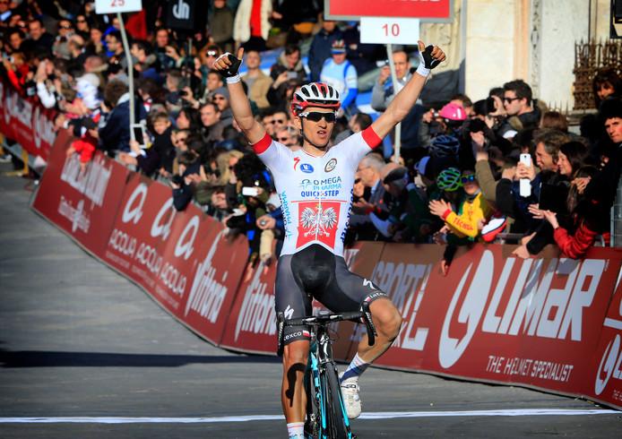 Kwiatkowski pakt in Siena de winst in de Strade Bianche.