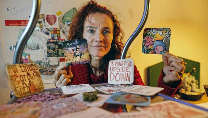 Barbara del Court Konig probeert met haar bedrijf ArtMat kunst aan mensen te linken. Dat doet ze met bierviltjes.