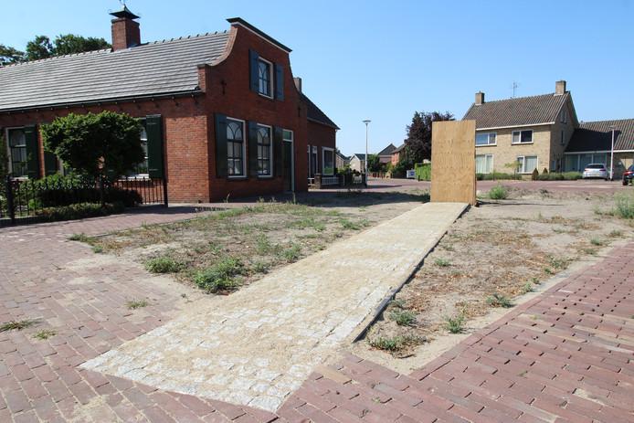 De nu nog kale locatie in de St. Janstraat waar het parkje komt.