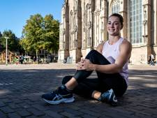 Topatlete Emma Oosterwegel geeft sprintles in hartje Deventer