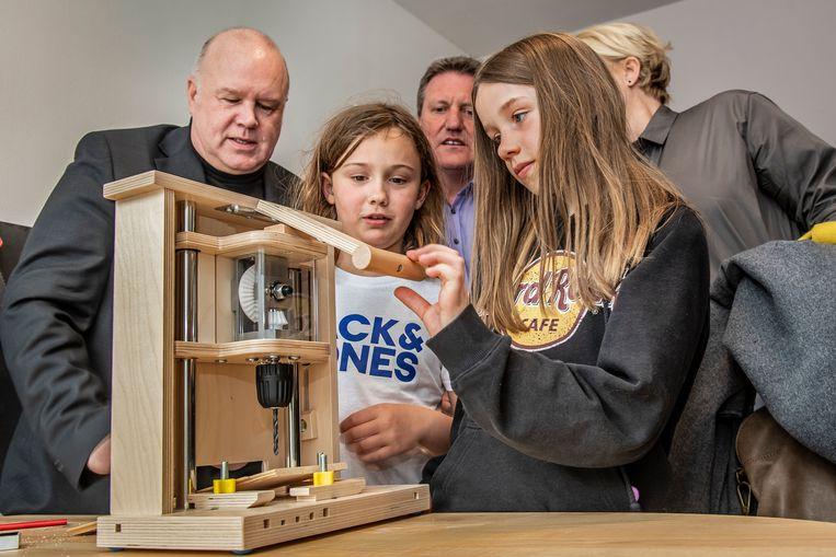 In de STEM-antennes is zelfs een speciale boormachine voorzien waarmee de kinderen zich niet kunnen bezeren.