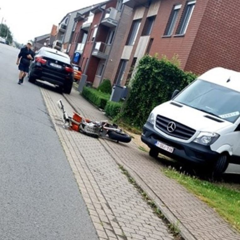 De motorfiets van het slachtoffer. Door de crash was een wiel afgebroken.