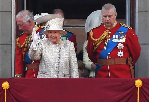 Prince Andrew met de Queen.