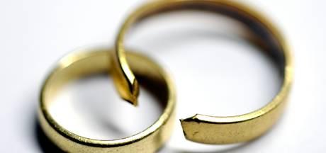 Vrouw (62) scheldt met 'zwarte aap' naar nieuwe vriendin van ex-man: 'Ze daagden me uit'