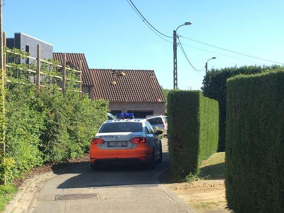 Het labo en een branddeskundige gingen ter plaatse aan de woning voor verder onderzoek. De politie heeft de woning verzegeld.