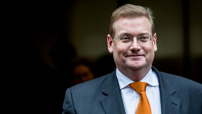 Als het aan minister Van der Steur is, komt de wijkagent straks langs na abnormale reacties via Twitter of op Facebook