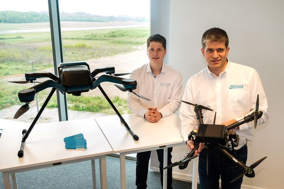 Voorstelling nieuwe drone van Airobot. In picture: Tom Hillen & Jan Leyssens van Airobot.