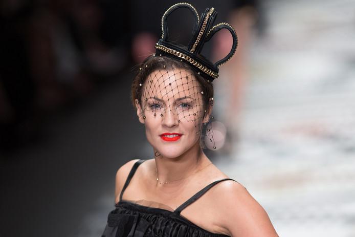 De Britse televisiepresentatrice Caroline Flack is zaterdag op 40-jarige leeftijd overleden. De presentatrice van Love Island is volgens Britse media levenloos in haar woning in Londen gevonden