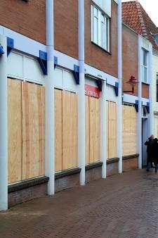 Tweeduizend euro hout voor bescherming winkel,   'terwijl we al weken geen inkomen hebben'
