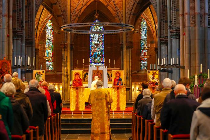 """Tijdens de Byzantijnse mis ontnemen vier iconen deels het zicht op het altaar. """"Dat hoort bij de traditie""""."""
