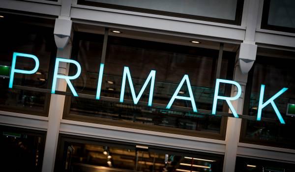 Werkomstandigheden bij goedkope kledingketen Primark zijn beroerd