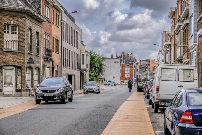 De huidige fietssuggestiestroken in de Magdalenastraat wijken voor rode fietspaden. Je zal er niet meer kunnen parkeren.