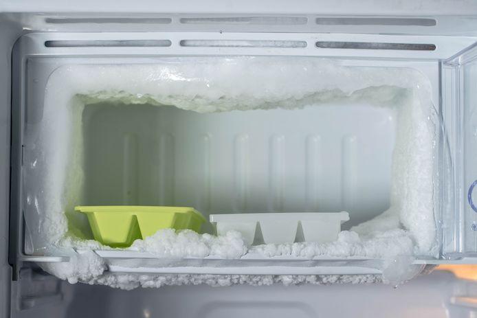 Vriezer met ijs.