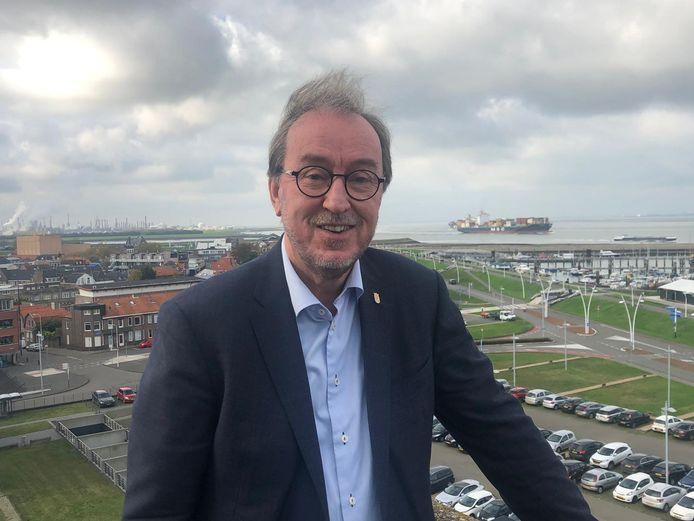 Jan Lonink, bij de haven van Terneuzen.