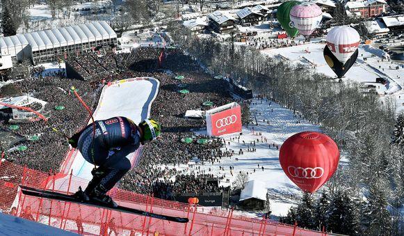 Dominik Paris, Italiaan uit Zuid-Tirol, was zaterdag de snelste op de afdaling op de beroemde Hahnenkamm in het Oostenrijkse Kitzbühl.