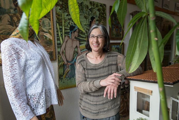 Magda Wallenburg is voorzitter van de stichting Arjati die tien jaar bestaat en zich ontfermt over het Indisch cultureel erfgoed in Breda.