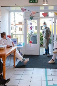 Eigen corona-ziekenhuisje op woonzorgpark Ermelo: 'Hier zijn patiënten toch nog een beetje in eigen omgeving'