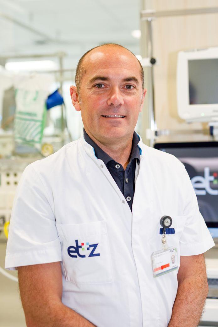 Tilburg - 20190626 - Pix4Profs / Jules van Iperen  Neurochirurg Depauw heeft een systeem bedacht om patienten te kantelen van de rug naar de buik. Dat is nodig voor rugoperaties en scheelt heel veel gesjouw voor de verplegers. Het is een wereldprimeur.