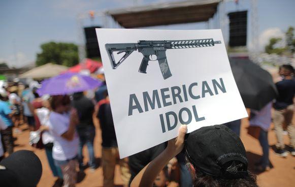 Een betoger tegen wapengeweld in El Paso, Texas.