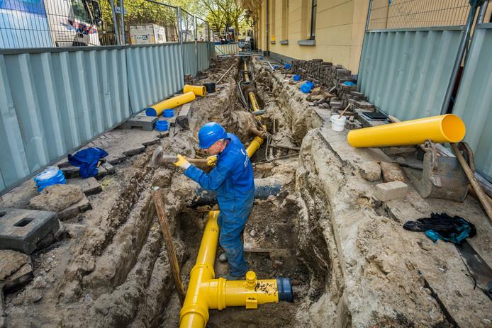 Werk aan een gasleiding in het centrum van Utecht.