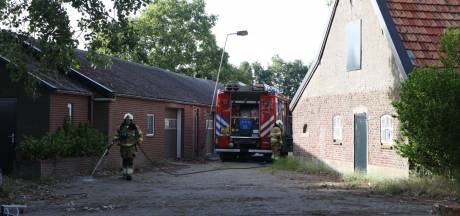 Schutting in brand door barbecue in Veghel