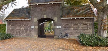 Begraafplaats Munsel in Boxtel heeft nu eikenhouten kruis op calvarieberg
