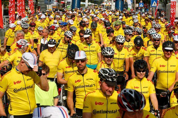 683 Gentenaars braken het wereldrecord meest aantal gele truien op een fiets aan de Watersportbaan.