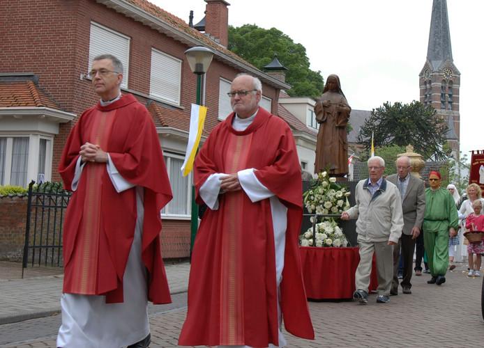Processie door Ossendrecht.