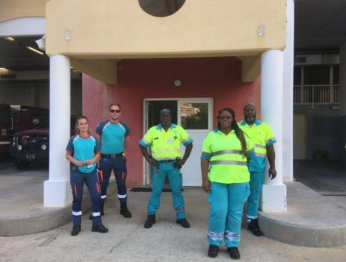 Het ambulancepersoneel verblijft enkele weken op Sint Maarten.