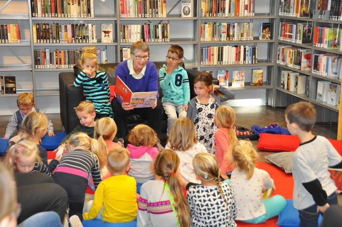 Voorlezen tijdens Kinderboekenweek in Waspik.