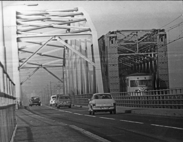 1971, toen er nog nauwelijks auto's reden over de brug bij Westervoort.