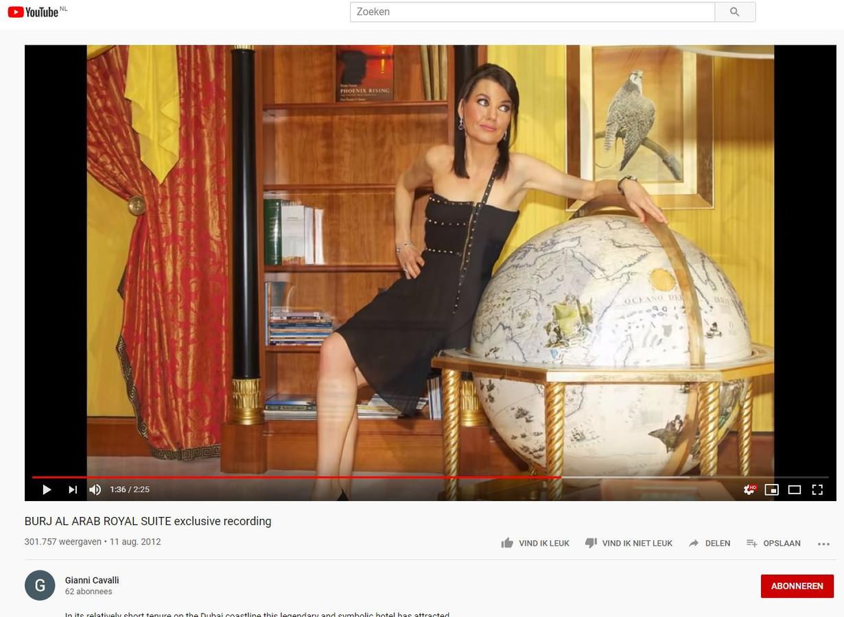 Rian van Rijbroek in de Youtube-video in Dubai