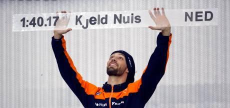 Kjeld Nuis krijgt schaats-Oscar voor wereldrecord