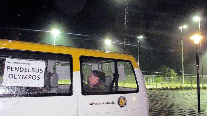 De verkrachtingen zorgden voor grote onrust in het gebied rond De Uithof. Vanaf sportpark Olympos reed een pendelbus om studenten veilig weg te brengen.