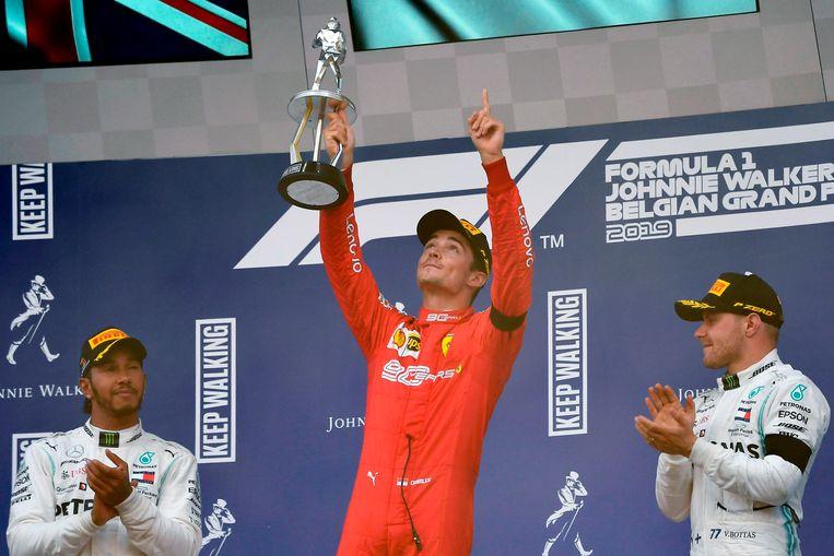 Een eerbetoon van winnaar Leclerc aan Hubert. Beeld AFP