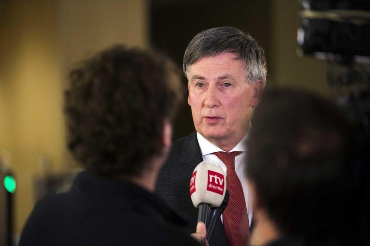 PvdA-gedeputeerde Cees Bijl staat de pers te woord na het spoedberaad met de fractievoorzitters met Commissaris van de koning Jacques Tichelaar. Beeld anp