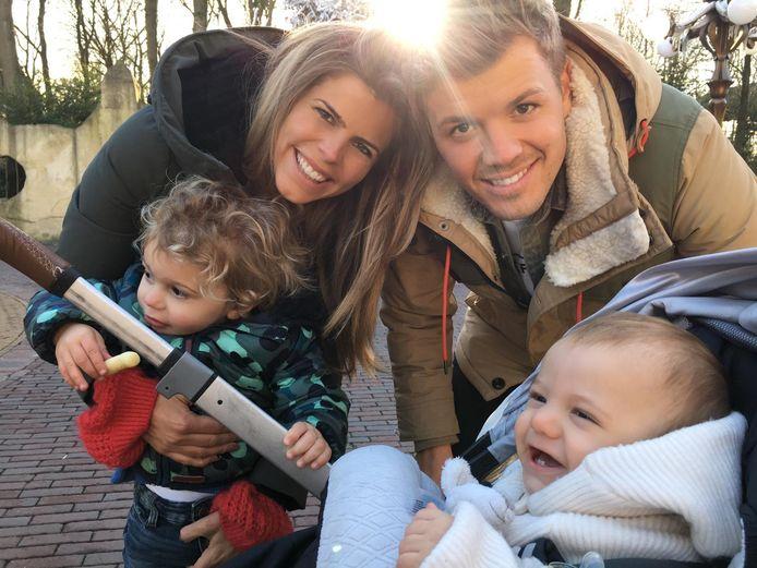 Kim Kötter in Loosdrecht met Muck, Youp en echtgenoot Jaap Reesema.